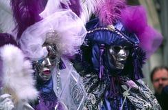 Máscaras venecianas del carnaval de los pares Imágenes de archivo libres de regalías