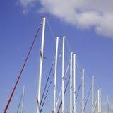 Mástiles del barco de navegación Imagen de archivo