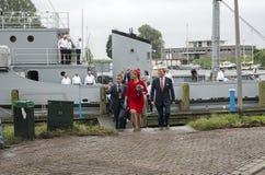 Máximos de rey Willem Alexander y de la reina que salen del dragaminas i Imagen de archivo