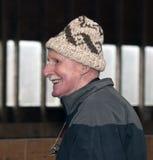 Mâle aîné utilisant un chapeau de laines Photographie stock libre de droits