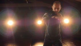Mâle boxertraining avant le combat 4K clips vidéos