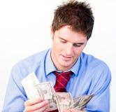 Mâle comptant l'argent Photographie stock libre de droits