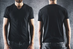 Mâle dans le T-shirt noir vide Photos stock