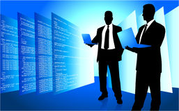 Mâle IL Internet de accès de programmeur sur l'ordinateur portatif illustration de vecteur