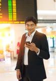 Mâle indien sur le terminal d'aéroport Photographie stock