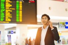 Mâle indien sur le terminal d'aéroport Photo stock