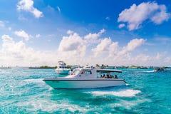 MÂLE, MALDIVES - 4 octobre : Bateaux au port à côté d'Ibrah Photos stock