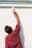 Mâle peignant le mur. Photos libres de droits