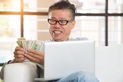 Mâle supérieur asiatique heureux Photo libre de droits