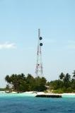 Mât d'émetteur en Maldives Photos libres de droits