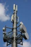 Mât de réseau de téléphone mobile Images stock