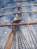 Mât et voiles de bateau Photographie stock