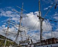 Mâts d'un bateau de navigation photographie stock libre de droits