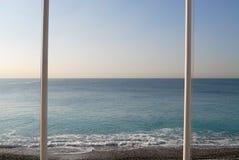 Mâts de drapeau à la mer Méditerranée Photographie stock libre de droits