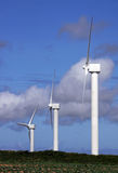 Mâts de groupe électrogène de turbine de ferme de vent Images libres de droits