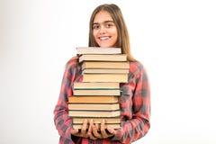 Mädchen mit vielen Büchern stockfoto