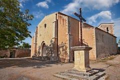Ménerbes Vaucluse, Provence, Frankrike: den medeltida kyrkan av Sa Arkivfoton