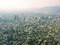 México city' skyline de s Paseo de la Reforma imagem de stock