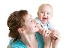 Mãe alegre que joga com menino da criança Fotos de Stock