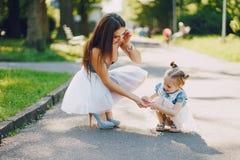 Mãe com filha fotos de stock