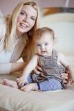 Mãe com seu bebê Fotografia de Stock Royalty Free