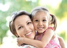 Mãe com sua filha fotografia de stock royalty free