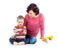 Mãe e bebé que têm o divertimento Fotos de Stock