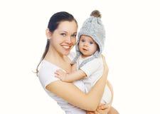 Mãe e bebê de sorriso felizes sobre o branco Imagens de Stock Royalty Free