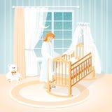 Mãe e bebê no berço Uma sala do ` s das crianças noite Foto de Stock