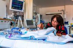 Mãe e criança dos cuidados intensivos Imagem de Stock Royalty Free
