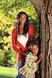 Mãe e criança felizes imagens de stock