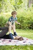 Mãe e criança felizes imagens de stock royalty free