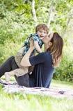 Mãe e criança felizes foto de stock royalty free