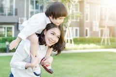 Mãe e crianças Imagens de Stock