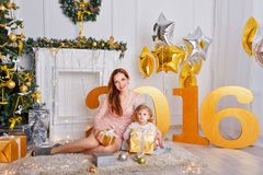 Mãe e filha Ano novo 2016 Foto de Stock