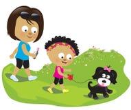 Mãe e filha que andam seu cachorrinho Imagem de Stock