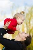 Mãe e filho na natureza Imagens de Stock