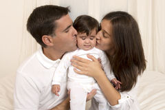 Mãe e pai Kissing Daughter Imagem de Stock