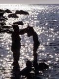 Mãe e sol na água em Córsega Imagem de Stock