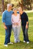 Mãe envelhecida meio dos pares Foto de Stock