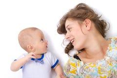 A mãe fala com seu bebê Fotos de Stock Royalty Free