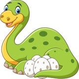 Mãe feliz dos desenhos animados com o dinossauro do ovo isolado no fundo branco ilustração royalty free