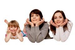 Mãe feliz e duas filhas, adolescente e criança. Foto de Stock