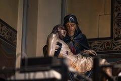 Mãe Mary que guarda Jesus Christ imagens de stock royalty free