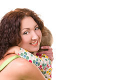 Mãe nova que abraça seu bebê pequeno fotografia de stock royalty free
