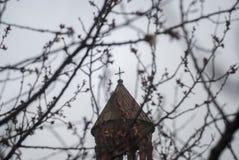 Mãe santamente do St da igreja do deus no fundo com árvores Fotografia de Stock Royalty Free