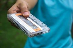 A mão é travada a cassete de banda magnética Fotografia de Stock