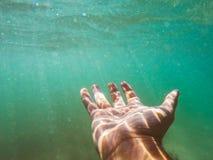 Mão alcançada para a ajuda Foto de Stock Royalty Free