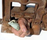 Mão apertada com dinheiro Foto de Stock Royalty Free