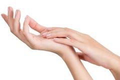 Mão asiática da mulher da beleza no relaxamento e na massagem Foto de Stock Royalty Free